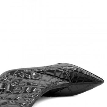 Мокасины из натуральной кожи черного цвета на тракторной подошве